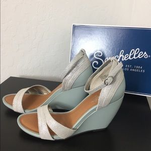 Brand new wedges with box by Seychelles